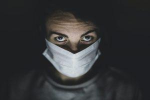 כיצד למנוע זיהום ודלקת בעין עקב שימוש כושל בעדשות מגע